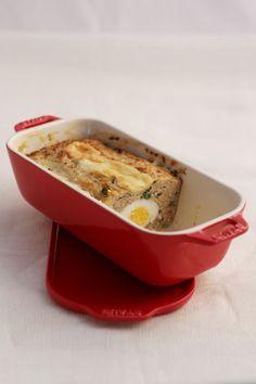 Een overheerlijke vleesbrood gevuld met een eitje, die maak je met dit recept. Smakelijk!