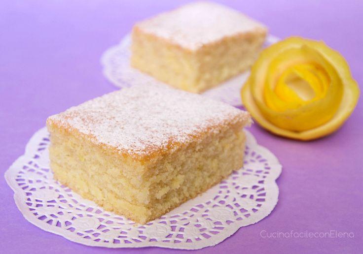La torta all'acqua è un dolce leggero, delizioso e sofficissimo, realizzato senza uova né burro, perfetto per gli intolleranti ai latticini ed è pure light!