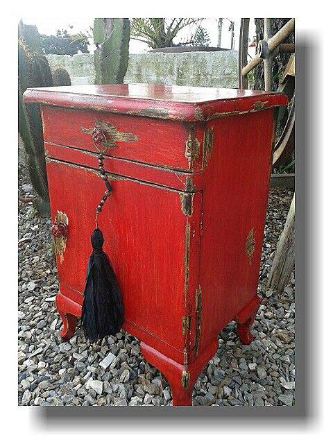 Reciclamos y cambiamos el look de esta mesa de noche juan - Restauracion muebles vintage ...