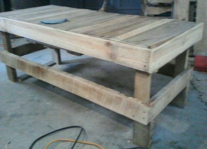 DIY- re-used pallets to rustic coffee table