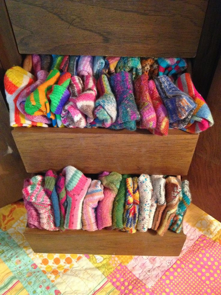 Susan B. Anderson: Sock Report including a Formula for Men's Socks  And if my daughter ever tells me i have gone over the edge knitting socks i will show her this!!!