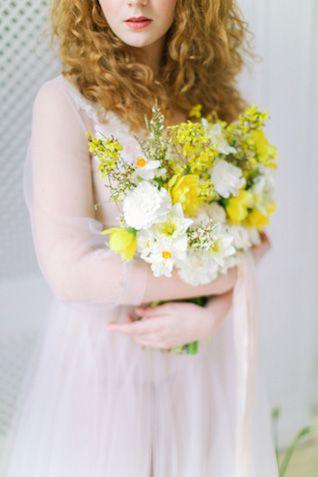 Daffodil bridal bouquet | Elena Pavlova Photography | see more on: http://burnettsboards.com/2015/04/spring-boudoir-shoot/