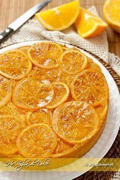 Torta rovesciata all'arancia, ricetta dolce 200 gr farina 00 50-80 ml di latte intero 4 uova 150 gr di burro 160 gr zucchero canna 1/2 bustina lievito per dolci essenza di vaniglia mezzo cucchiaino di cannella ( a piacere) Ingredienti per le arance caramellate 230 gr di zucchero semolato 150 ml di acqua 2 arance bio
