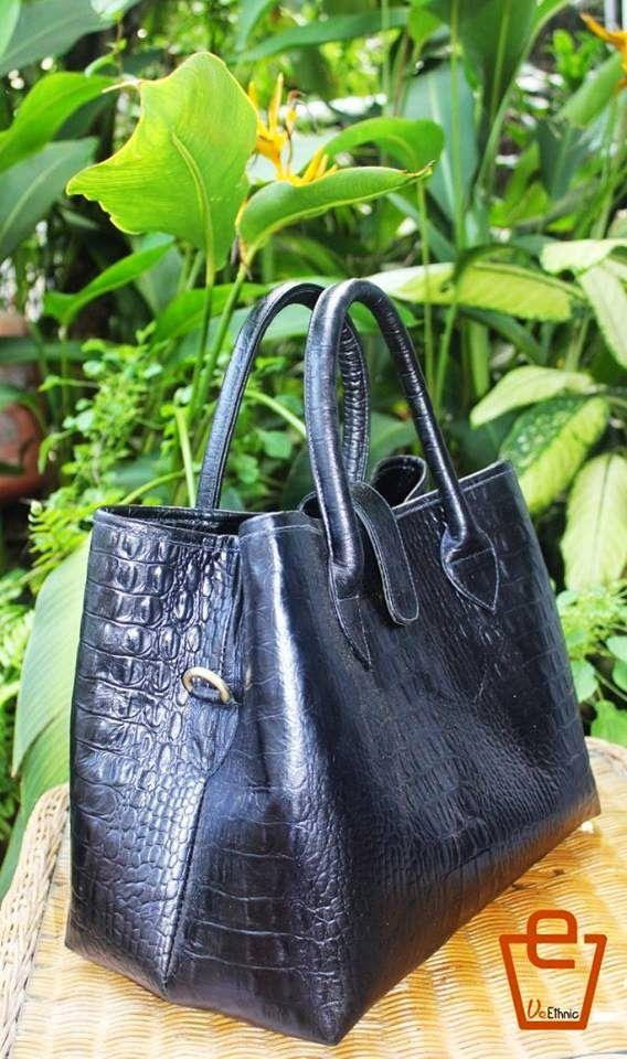 Batik Ria: Tas kulit sapi