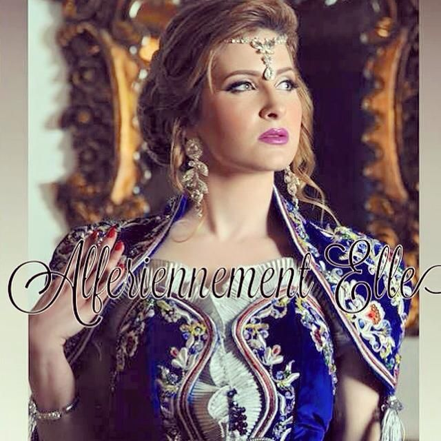 Kenza Morsli en tenue Algeroise