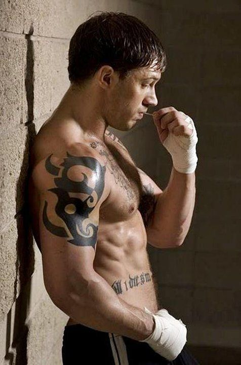 Tom hardy...I can't even believe this is the actor that played Bain in Batman Rise of the Dark Knight. I like him better in movies were I can see that gorgeous face ;-)