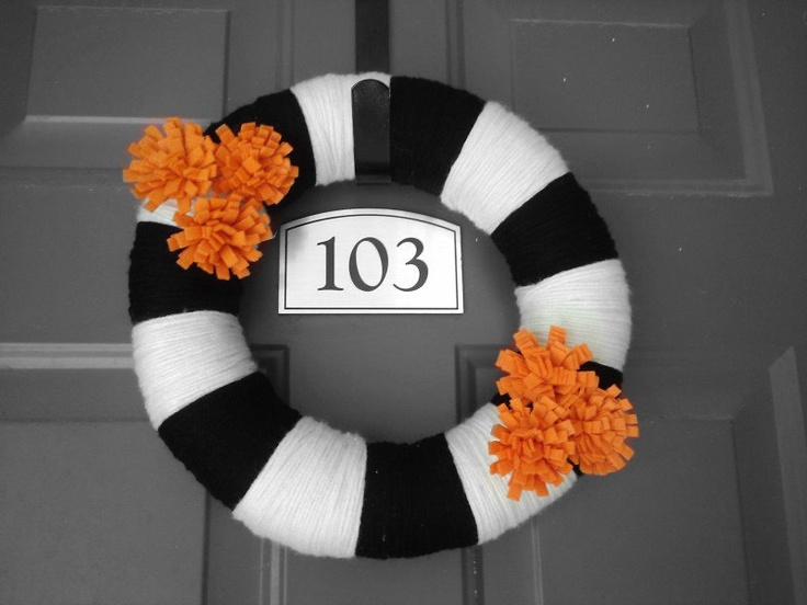 Halloween Wreath Yarn Wrapped - Black, White, & Orange.  DIY front door decoration & ideas for decorating your front porch. Halloween crafts.