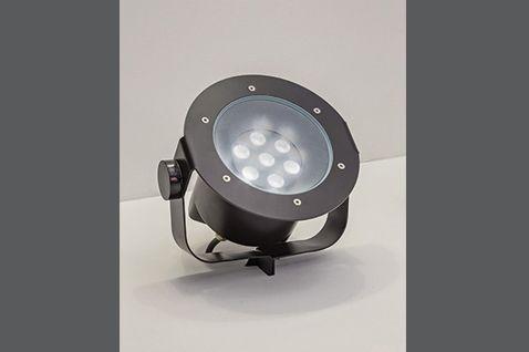 PISO MÉDIO Projetor orientável com tecnologia LED integrada ou lâmpadas convencionais. Uso externo. Corpo em alumínio injetado, aro em aço inox AISI 316 e vidro temperado de 10mm. Índice de proteção IP67. Índice de resistência mecânica IK09. Os modelos LED incluem driver alojado no corpo da luminária.  #lightdesignexporlux #lightingdesign #iluminacao #luminarias #lightdesign