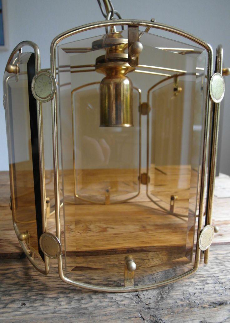 #Sold #Verkocht #Klassieke facet geslepen #hanglamp - ca 1970/1980   Materiaal : metaal en glas (6 mooi geslepen glas elementen zoals te zien is op de detailfoto's)Kleur : goud (ook heeft de lamp een goudkleurig snoer zodat alles op elkaar is afgestemd) Hoogte : 22 cm Diameter : 25 cm Glazen elementen : 11cm x 20 cm Fitting : E27  Conditie : in goede gebruikte conditie Inclusief gloeilampen van 100W en 60W   Verzendkosten zijn voor de koper € 6,95