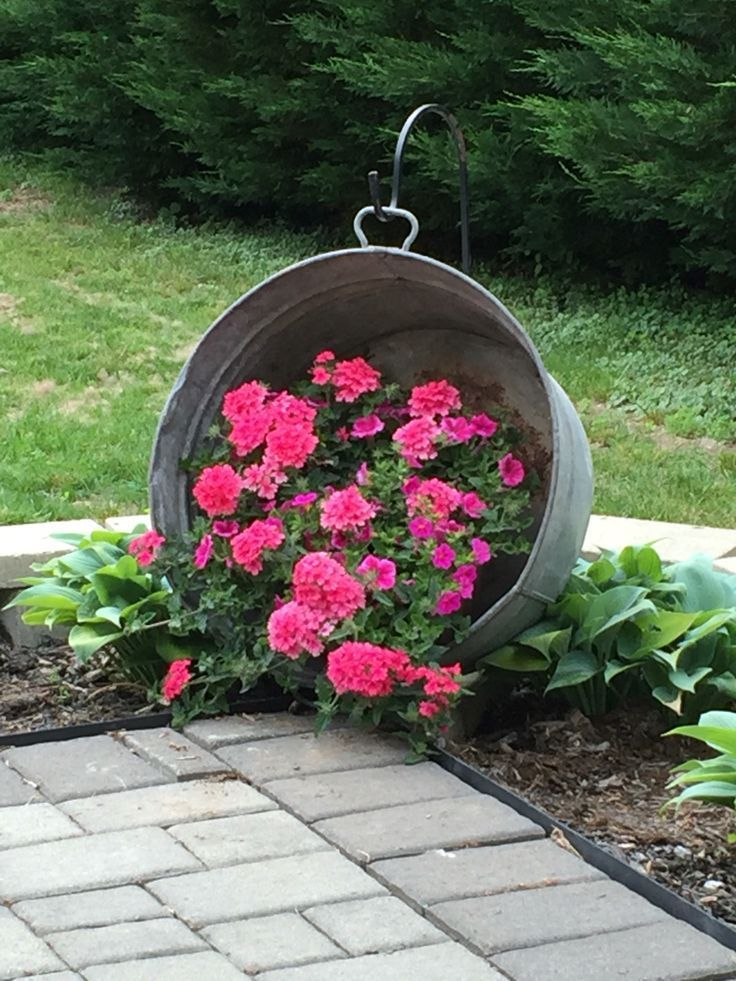 Hanging Washtub With Flowers Saw This On Pinterest Years Ago