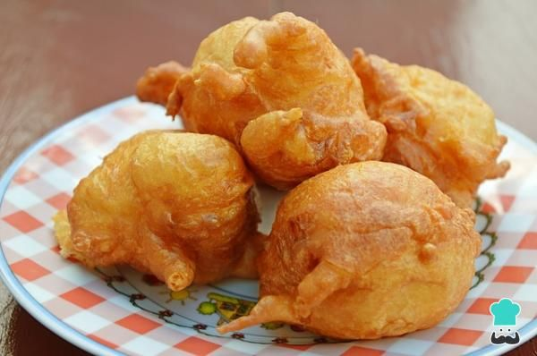 Homemade fried corn fritters just like my Mama use to make. Eat just like they are or drizzle with syrup for a delicious treat. Pumpkin Fritters, Corn Fritters, Apple Fritters, Corn Fritter Recipes, Peanut Butter Roll, Kolaci I Torte, Good Food, Yummy Food, Yogurt