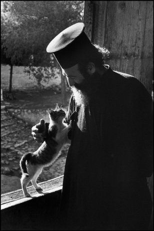 METEORES, Grecia—Monasterios, 1954.   © David Seymour / Magnum Photos