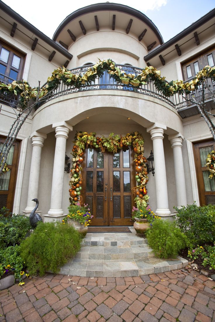 384 best images about elegant holiday entries on pinterest - Christmas decorating exterior house ...