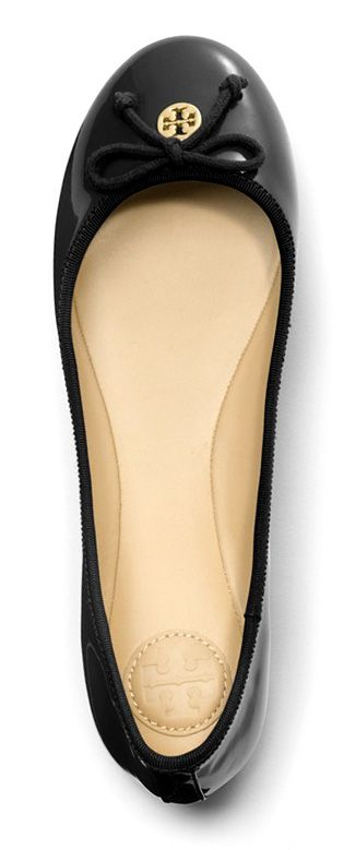 A minimalist's must-have, the Tory Burch Chelsea ballet flat brings understated femininity and polish to any outfit.