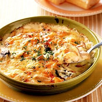 レタスクラブの簡単料理レシピ ホワイトソースとチーズで、子どもも大喜び「さわらのクリームグラタン」のレシピです。
