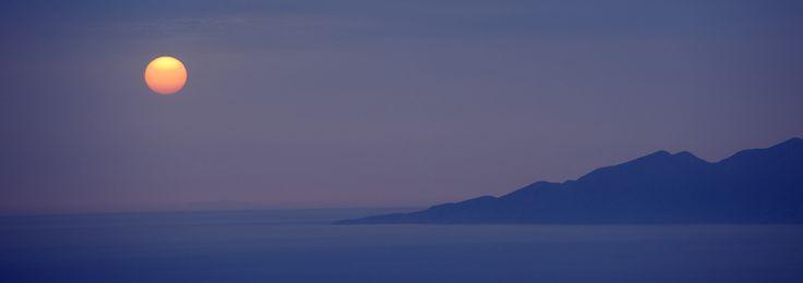 Santorini moon
