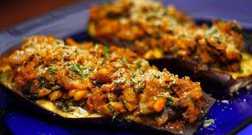 Street Food, Cuisine du Monde: Recette d'aubergines farcies aux oignons, tomates et pignon de pin - vegan - (Turquie)