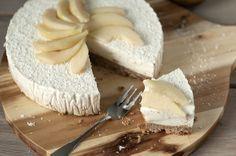 Een stukje taart als ontbijt! Wie wil dat nou niet? Je kunt het bijna niet geloven, maar deze peren kwarttaart bestaat uit dusdanig veel gezonde ingrediënten, dat het eten ervan niet allen lekker, maar ook nog eens verantwoord is. Een bodem van spelt en havermout met een laag pure kwark uit de Weerribben, gezoet met peer en vanille extract. Ik zeg: 'Goedemorgen!' http://www.gezondhappy.nl/lekkere-recepten/ontbijt-recepten/peren-kwarktaart-met-kokos