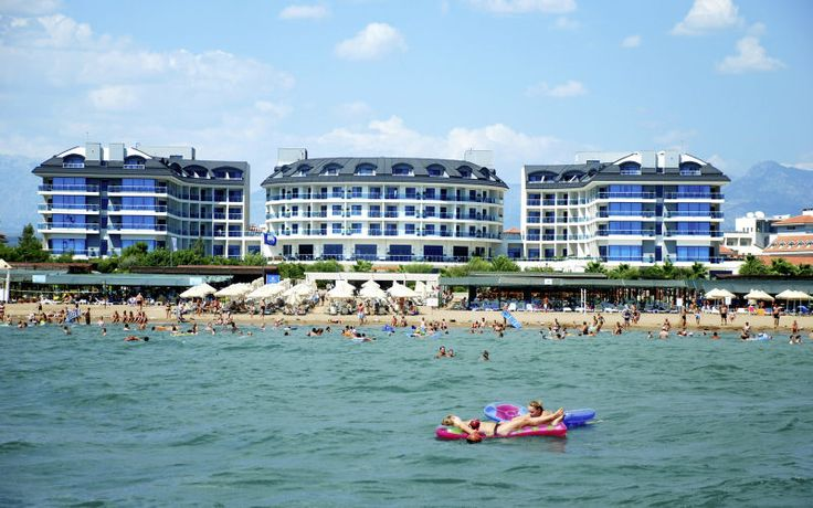 Tyylikäs rantahotelli aikuiseen makuun. Commodore Elite Suites & Spa -hotelli tarjoaa paljon aktiviteetteja ja All Inclusive -tarjoilun - täällä jokainen löytää oman tapansa nauttia huolettomista lomapäivistä. www.apollomatkat.fi