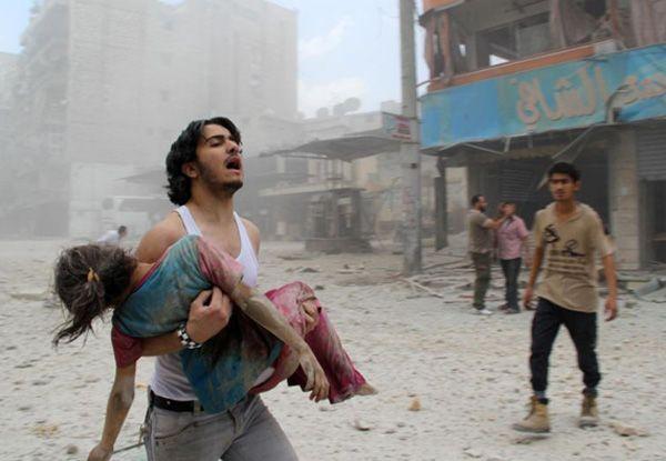 """Hanya 30 dokter yang tersisa di tengah 250 ribu warga sipil Aleppo  ALEPPO (Arrahmah.com) - Makanan telah habis di Aleppo timur dan sektor medis kewalahan dengan beban begitu banyak warga sipil yang terluka ungkap seorang pejabat senior kemanusiaan PBB kepada The World.  """"Ini adalah sebuah situasi yang dramatis di Aleppo dii wilayah barat yang berada di bawah kendali pemerintah dan khususnya di wilayah timur yang benar-benar terkepung"""" kata Egeland.  """"Makanan telah habis dan sektor medis…"""
