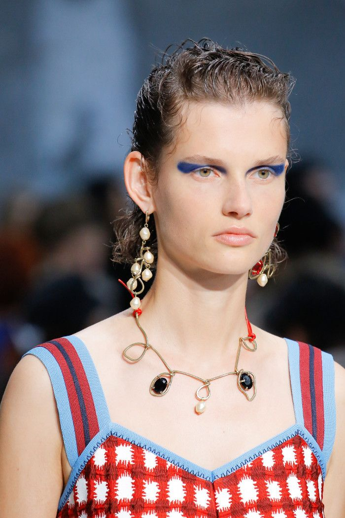 The Best Beauty Looks From SS 2018 MFW bold eyeliner and half-wet hair