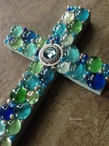 DIY - How to make a mosaic cross. Easy and inexpensive, but pretty craft! #diy #cross