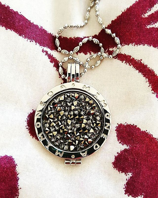 💅 #mimoneda #jewellery #spoiled #love #necklace #jewels #bling #stylish #gift #luckyme #instagood #instadaily #instastyle