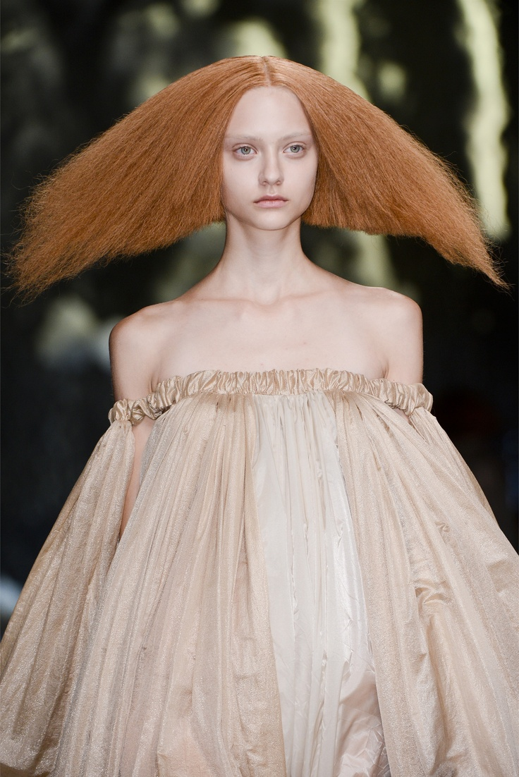 Rick Owens LOL! A hairdo to make sure you are NEVER forgotten! P.S. I think she looks dead too.