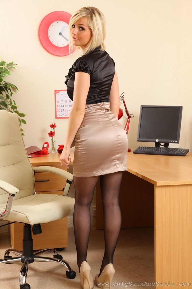 Sexy British Legs In Heels And Stockings  Office Babes -7729