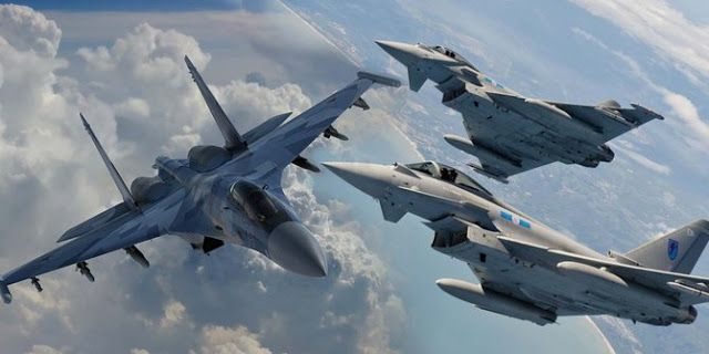 SU-35 vs Eurofighter. © Merdeka.com   Demi memenuhi Minimum Essential Force (MEF), Indonesia akhir...