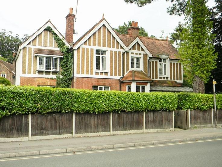 £699,950  7 Bedroom Detached House - 3 Russells Crescent, Horley, Surrey, RH6 7DJ Estate Agents