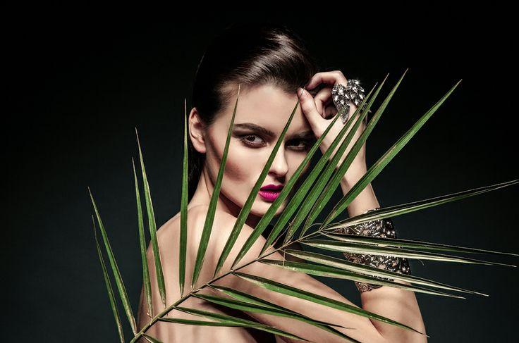 Sedinta foto in studio Constanta Fashion Books Photography  Jewelry: Alya Model: Adelina / Max1 Models Agency Hair: Discret Studio by Catalin Dabija MUA: Hulya Mutalip