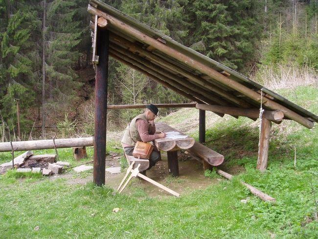 Výsledok vyhľadávania obrázkov pre dopyt dreveny pristresok do lesa