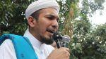 Ketum FPI kecam penangkapan ustadz Al Khaththath   JAKARTA (Arrahmah.com)  Ketua Umum Front Pembela Islam (FPI) KH Ahmad Shabri Lubis mengecam sikap represif aparat yang melakukan penangkapan terhadap seorang ulama.  Ustadz Shabri mengungkapkan penangkapan terhadap Sekjen Forum Umat Islam (FUI) sekaligus Koordinator Aksi 313 KH Muhammad Al Khaththath adalah bukti kelemahan pemerintah.  Ini menunjukkan kelemahan dan kepanikan pemerintah yang seakan-akan tidak punya cara lain kecuali bertindak…