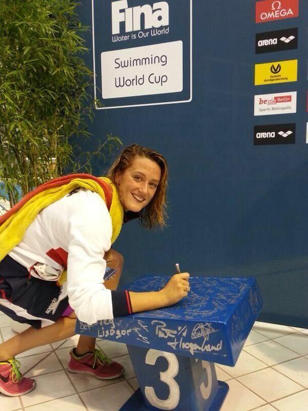 World Record Woman 800 m free style short swimming pool