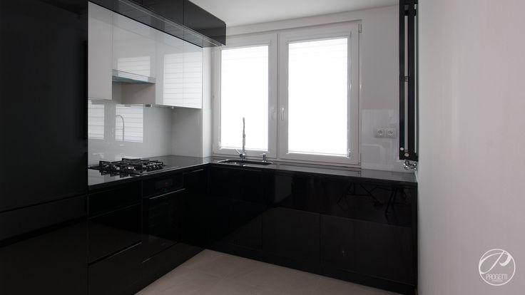 Apartament w Łomiankach  Kuchnia w kolorach czarnym i białym. Progetti Architektura