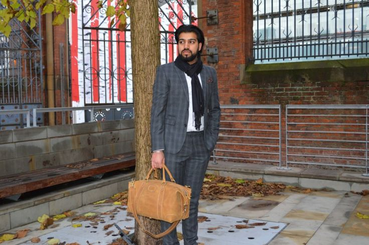 Kurtis Paul Designer Mens Leather Duffle Bag / Holdall. Perfectly sized for the office or a weekend away
