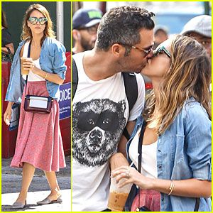 Jessica Alba reveals secrets of a happy marriage on Just Jared.