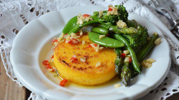 Polentové koláčky s dušenou zeleninou Foto: