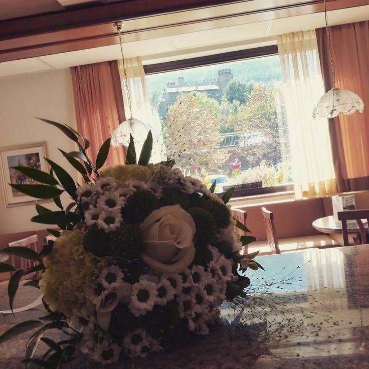Today wedding time #hotelvalledaosta #invda #wedding #bouquet #castellodifenis #hcdc #chezhcdc