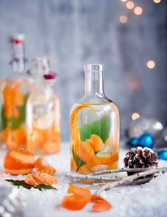 Infused your own gin with festive flavours, wrap it up nice and give it to a special someone this Christmas. It's a unique and thoughtful gift that's really easy to make