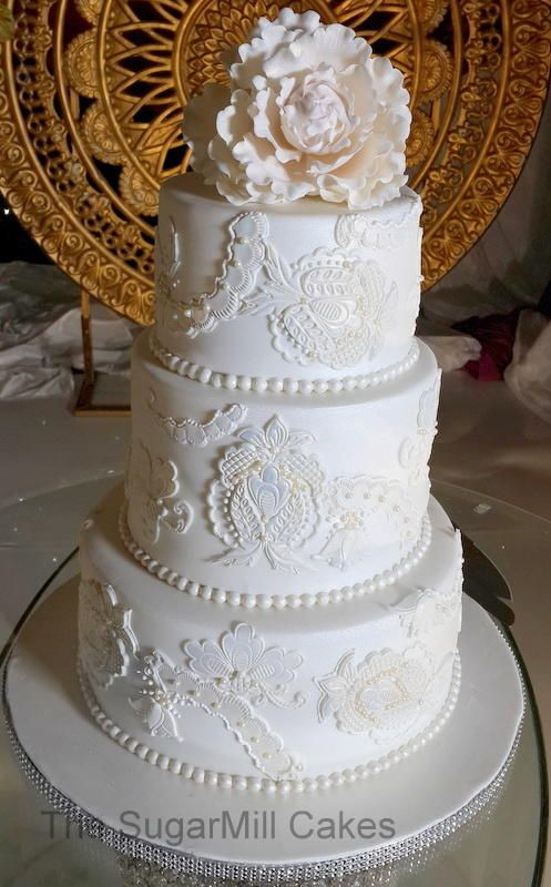 wedding cake with columns a white on white wedding cake cakes 26852