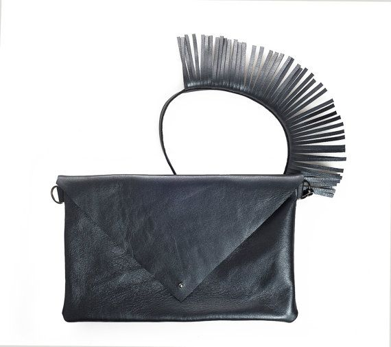 Fringes go everywhere, so why not on the strap? A different way to show your addiction to fringes in a tasteful and different way!  The metallic blue