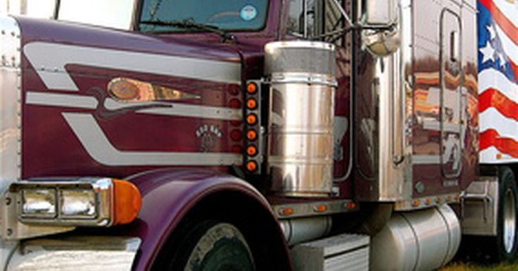 Compañías de camiones que ofrecen entrenamiento. Una licencia de manejo comercial, comúnmente llamada CDL (por sus siglas en inglés) se requiere para conducir un camión mediano, un remolque y un camión de larga distancia. Aunque el entrenamiento de conductores de camión en una escuela privada puede costar miles de dólares, muchas compañías de transporte han llegado a la importancia en la ...