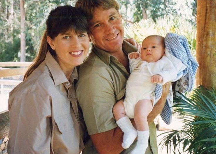 """""""Resterai per sempre il mio eroe. Ti voglio bene, più di quanto si possa esprimere a parole"""". È il toccante post scritto da Bindi Irwin a dieci anni dalla morte di suo padre, il naturalista e divulgatore scientifico Steve Irwin, diventato famoso con il programma """"Crocodile Hunter"""" (cacciatore di coc…"""