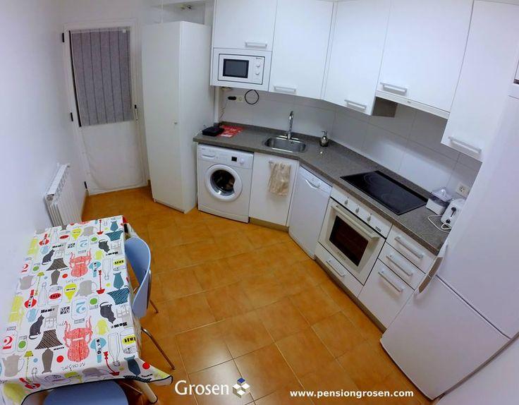 2 dormitorios dobles, 2 baños, salón – comedor y cocina equipada. Adaptado a personas con movilidad reducida. WIFI Gratis. Cafetera de cortesía.