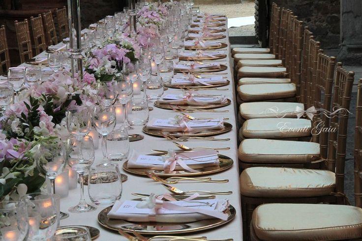 amazing wedding table set-up #weddingitaly #weddingplanner #weddingplanneritaly #luxurywedding #tuscanwedding #weddings #gold #pinkpeonies  #flowers #arabicwedding #tablesetup