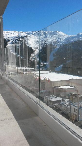 balustrade en verre logements collectifs réalisée grâce au garde-corps verre SABCO