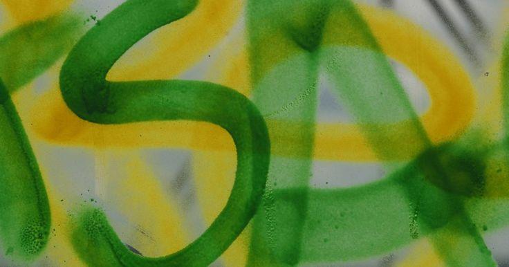 Cómo endurecer el cartón para pintarlo con aerosol. Haz una pieza de cartón más rígida para que puedas utilizarla como lienzo para tu cuadro de pintura en aerosol. También puedes usar la misma técnica para preparar el cartón y hacer algunas plantillas para rociar pintura sobre otras superficies. El almidón pesado en aerosol como el que se usa para dejar la tela tiesa funciona también para dejar el ...