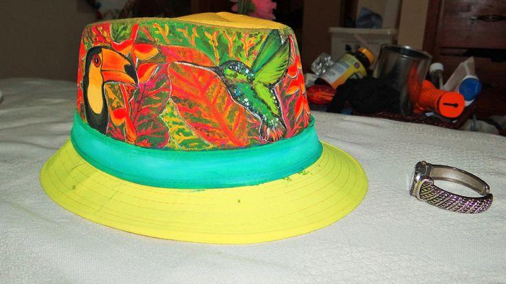 sombrero pintado a mano..
